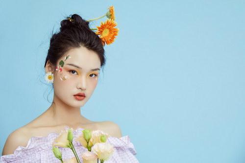 2021年学美容还是学化妆挣钱